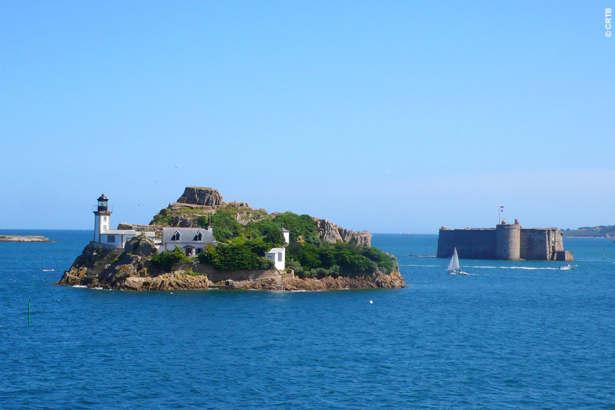L'île Louet et le château du Taureau en baie de Morlaix